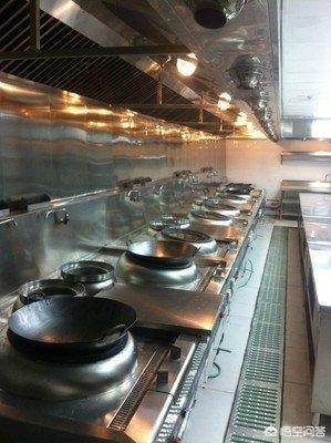 昨天到飯店點菜,發現廚師不洗菜切了直接炒,質問為啥不洗,答曰都是這樣,你怎麼看?