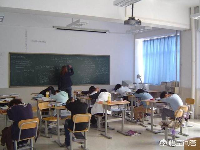 班裡學生幾乎不聽課,家長也沒什麼太大要求,只是讓孩子在學校就行,教師應該怎麼教?