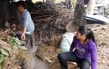 和妹妹一起回孃家,母親忙著給家人做飯,調皮的兒子去給外婆燒火