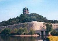 """""""裡十三,外十八,一根門閂朝外插""""的南京城牆形狀的驚人巧合"""