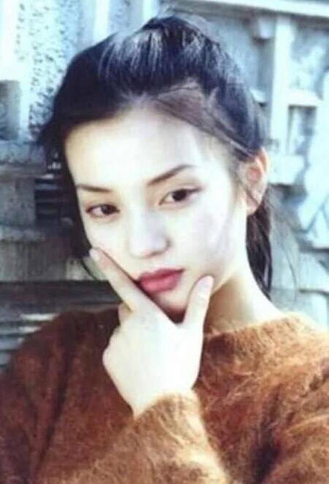 看了她的早期照片後,終於明白為什麼瓊瑤選擇了她,好美好青澀