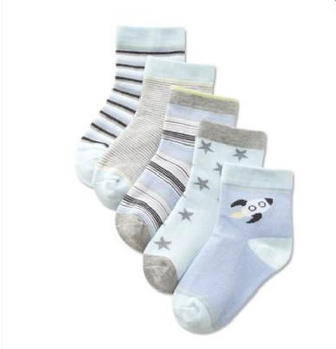 你還在給孩子穿這3種襪子嗎?別再犯錯了
