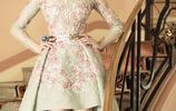 關曉彤為顯腿長,裙子越提越高,網友:才20歲就這樣穿好嗎