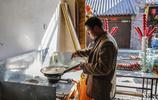 農民大哥家的祖傳手藝很受人們的喜愛,一天掙1000多元