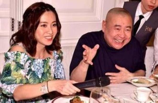 曾被父親趕出家門,嫁了比其父大6歲富豪,如今成為香港女首富