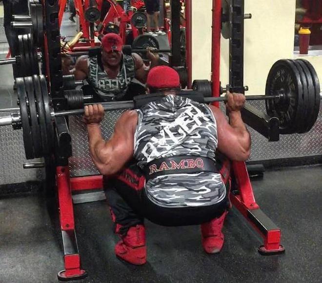 史泰龍?不,他的肌肉比史泰龍更威猛!