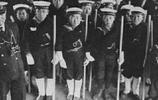 老照片,二戰時軍國主義教育下幾乎瘋狂的日本學生
