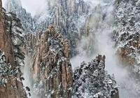 航拍雪後的黃山