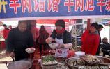 中年農民夫妻賣1種北方美食小吃熱鍋子,味道鮮美一天能賣800碗