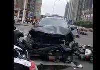 常州奔馳連撞多車,造成13人受傷3人死亡,行車記錄儀拍下驚魂一瞬,司機是真有病還是裝病,對此你怎麼看?