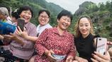 """93歲也能直播!楊梅季,這個村子老人集體""""出道""""賣楊梅"""