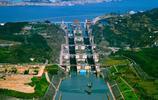 全球最大的三峽船閘:造它削平了18座山頭,輪船經過如爬樓梯