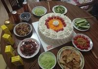 看男朋友給我準備的生日晚餐 那蛋糕真是不忍直視啊