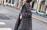 今冬流行這樣穿:呢大衣搭配羊毛裙,高貴又迷人,出門人人誇美嫩