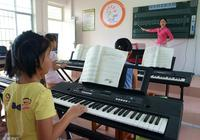 比起鋼琴電子琴更經濟些,初學電子琴之前先了解電子琴的演奏方法