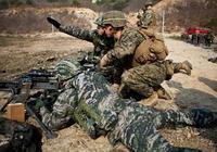 紅色警戒中的美國大兵哥