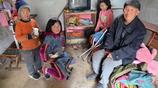 山東七旬爺爺帶病照顧三孩子,13歲孫女做飯炒菜包餃子洗衣服持家