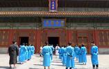 北京孔廟內的孔子像