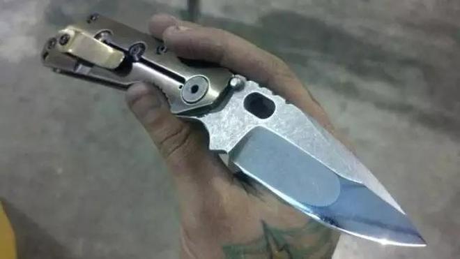 一把小刀,看著精美,實際是戰爭機器