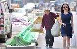 76歲老奶奶賣菜起兒子還債,幾年辛苦,10萬債務只剩下2萬元