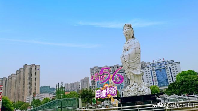 實拍全球最大的陶瓷觀音像,高達6.4米,刷新了全球瓷界的紀錄!