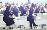 劉燁帶老婆露面,安娜化精緻妝容美出新高度,網友:望夫眼太甜了