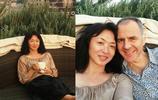 50歲金星全家近照,素顏顯女人味,與外籍丈夫離婚十餘年仍同居