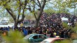 圖說:清明小長假首日,西湖遊人爆滿擁擠度全國第一,斷橋變人橋