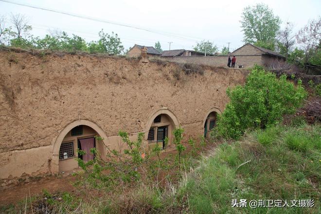 山西農村廢棄地坑院子成了香餑餑,2萬元租住20年,看看美成啥樣