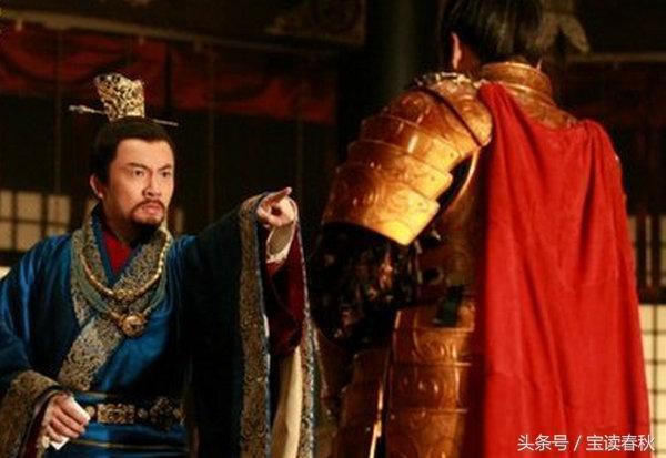皇帝用笏板打翻權臣,命太監殺此人,太監嚇得手腳發軟,結局如何