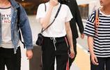 同年出生的楊紫和迪麗熱巴,兩人相比,如今機場人氣卻相差甚遠