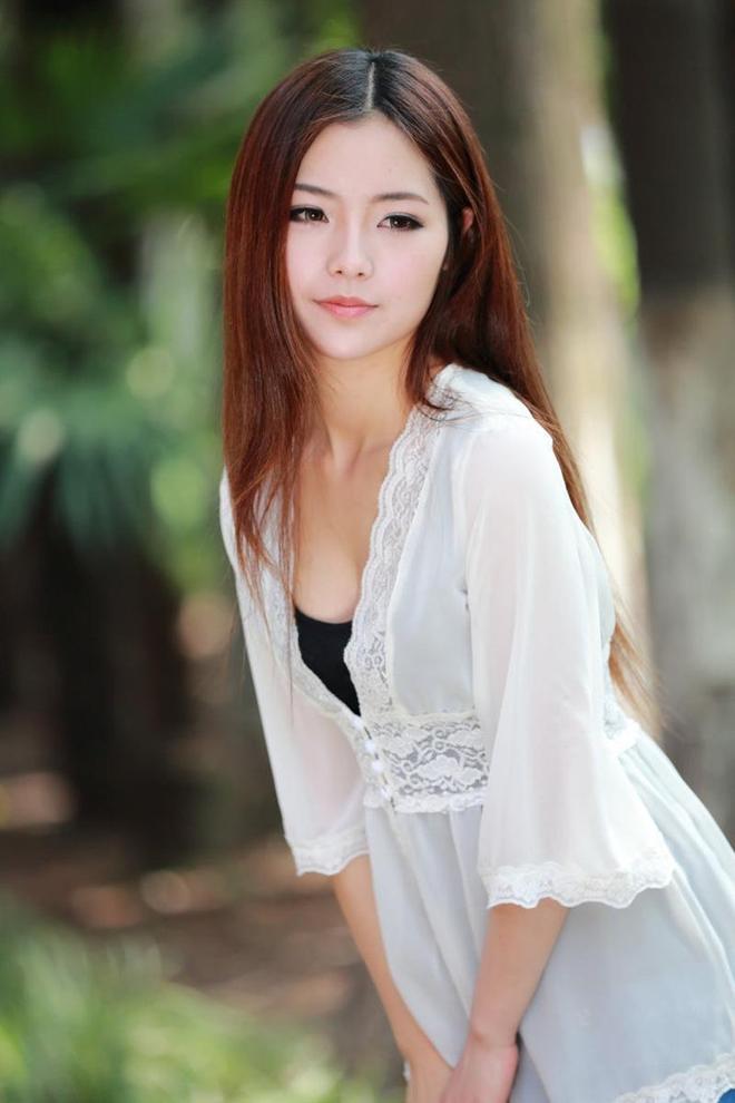 長髮飄逸的清純上海美女小潔