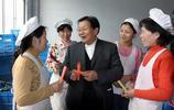 他是中國最牛的村書記 帶領村民家家住別墅開豪車!