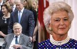 老照片:重溫美國前總統老布什和妻子的愛情故事