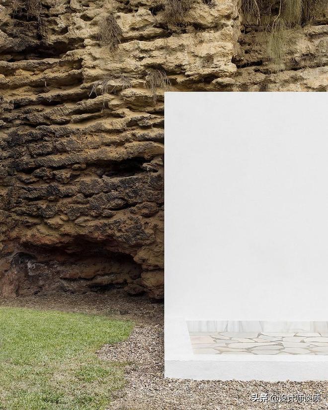 這家人住的山洞太舒服了吧,看完也想去山裡弄一個!