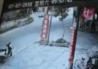 """「動圖」車禍動圖警示:有種車禍叫做""""遭人恨的猝不及防"""""""