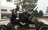 芙蓉姐姐坐高射炮秀照片,想象自己是一名女炮手