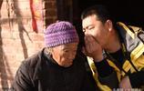92歲老奶奶有兒有女仍獨居深山,誰也勸不走,原因有兩點