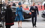 凱特王妃和哈里王子一起出席活動, 身穿優雅藍色禮裙,端莊大方