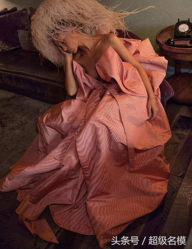 超級名模|INEZ&VINOODH~2018年4月Vogue時尚巴黎名模的睡姿