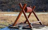 """""""滑雪板柵欄""""?吉林一滑雪場變廢為寶廢舊滑雪板變柵欄"""
