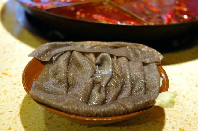 卡卡角角9張桌子的老火鍋,小是小,味道好,豆芽免費不要錢