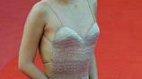 38歲章子怡近照,出席活動撈金穿了一件這樣的禮服,網友:看了都招架不住