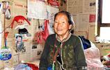 86歲老人獨居村外遺棄學校,不願去7個子女家:他們都有難處