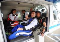太刺激了!湖北首家跳傘俱樂部開業 美女記者體驗3000米高空跳傘