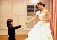 看一次哭一次,韓國片《婚紗》,宋允兒絕境中幫潔癖女兒走出孤獨