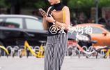 北京路人街拍,素人美女卡通T恤可愛又不失風格