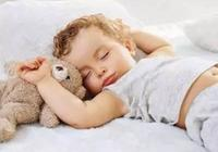"""被寶媽們慣出來的""""奶睡"""",該怎樣才能幫寶寶們戒掉它?"""