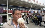 """重慶""""瓷盆大""""饅頭1元一個 日銷上萬市民排隊購買 網友 靠啥賺錢"""