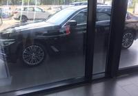 530Li尊享豪華套裝提車,媳婦兒是車模